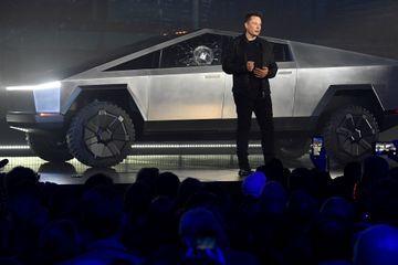 Déjà un fiasco, le Cybertruck de Tesla? Pas du tout, jure Elon Musk