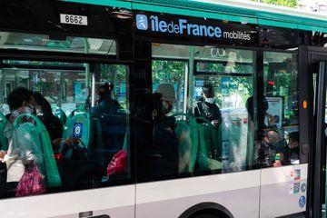 Seine-Saint-Denis : une infirmière frappée dans un bus pour avoir réclamé le port du masque