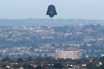 Une montgolfière Dark Vador au dessus de Bristol, en Angleterre, jeudi.