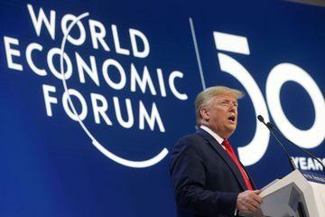 A Davos, Donald Trump s'attaque aux prophètes de malheur devant Greta Thunberg
