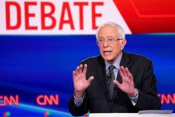 """Après de nouvelles défaites, Bernie Sanders """"évalue"""" sa candidature"""