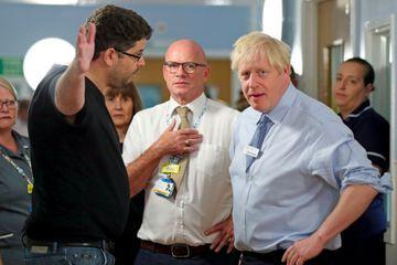 Boris Johnson pris à partie par un père de famille en colère