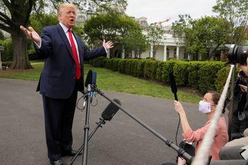 Donald Trump mène l'offensive contre le vote par correspondance