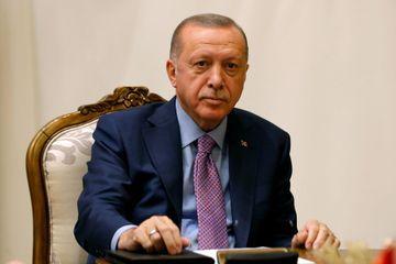 """Erdogan menace d'""""écraser les têtes"""" des combattants kurdes s'ils ne se retirent pas"""