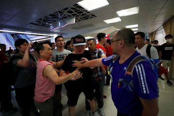 Hong Kong : des bagarres entre pro et anti-gouvernement