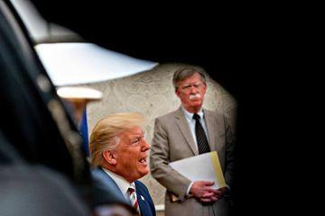 John Bolton met à mal la version de Donald Trump sur l'Ukraine