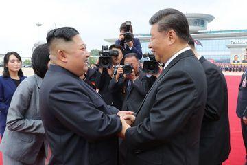 """Kim Jong Un et Xi Jinping célèbrent l'amitié """"immortelle"""" entre leur pays"""