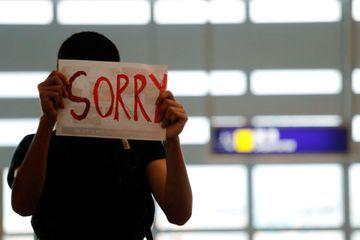 L'aéroport international de Hong Kong bloqué par les manifestants