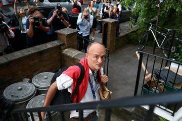 Le conseiller de Johnson enfreint le confinement, un secrétaire d'État démissionne en protestation