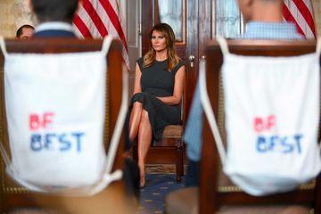 Melania Trump reçoit des ados à la Maison-Blanche pour parler de vapotage