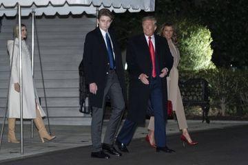 Mis en accusation, Donald Trump s'envole pour la Floride en famille