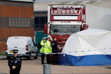 Morts dans un camion frigorifique: perquisitions en Irlande du Nord