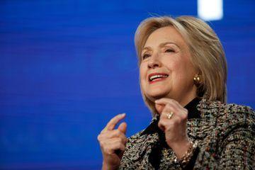"""Pour Hillary Clinton, la réélection de Donald Trump serait """"dangereuse pour la démocratie"""""""