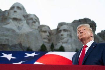 """Pour le 4-Juillet, Trump vante une Amérique """"forte"""" et """"fière"""", mais reste discret sur le Covid-19"""
