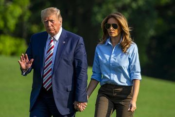Quelques heures après la tuerie d'El Paso, Donald et Melania Trump surprennent des mariés