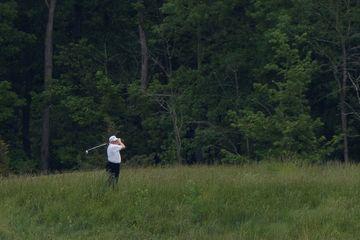 Retour au golf sous les critiques pour Donald Trump