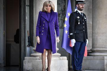 """La France, un régime autoritaire? """"Le bonheur est là où je suis"""", répond Brigitte Macron"""