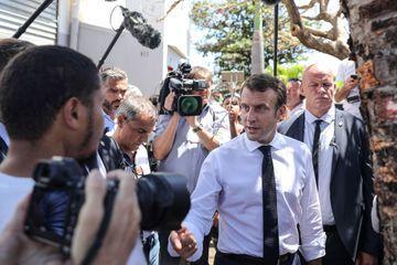 """""""Le port du voile dans l'espace public n'est pas mon affaire"""", tranche Macron"""