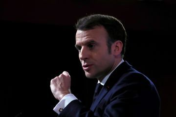 """Macron : la Russie va """"continuer à essayer de déstabiliser"""" les démocraties occidentales"""