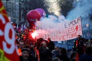 Retraites : neuvième journée de mobilisation contre la réforme, Mélenchon réclame un référendum