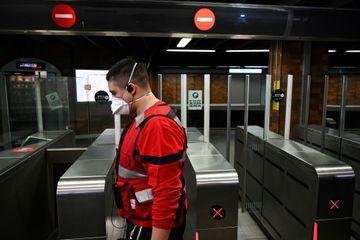 Coronavirus : des masques pour le personnel de la SNCF qui se rend en Italie du Nord