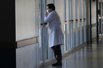 Plus de 300.000 morts dans le monde, premier week-end déconfiné en France... le point sur le coronavirus