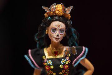 Barbie incarne un squelette en hommage au Jour des morts mexicain