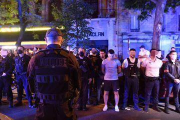 Devant le Bataclan, des policiers dénoncent les accusations de racisme et de violence