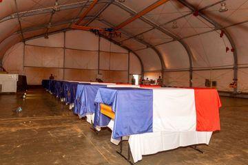 La France rend hommage ce lundi aux 13 soldats morts au Mali