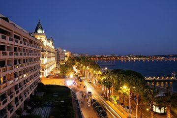 Mouvement de foule à Cannes: pas de fusillade en cours (officiel)