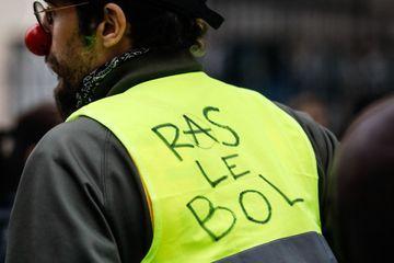 """Quelques centaines de """"gilets jaunes"""" manifestent à Paris"""