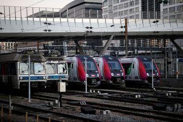 """Retraites : trafic encore """"perturbé"""" à la SNCF et """"très perturbé"""" à la RATP"""