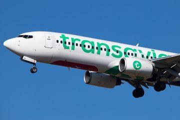 Un passager tente d'ouvrir une porte d'un Boeing 737 en plein vol