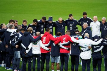 Attentats du 13 novembre : les Bleus se recueillent au Stade de France
