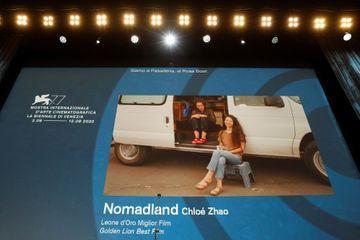 """""""Nomadland"""" de Chloé Zhao récompensé du Lion d'or de la Mostra de Venise"""