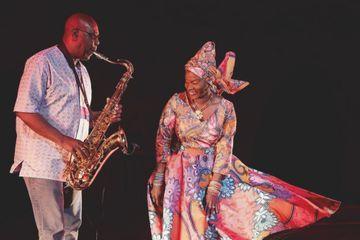 Manu Dibango : la vie incroyable d'un roi musicien