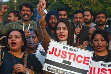 Manifestations de colère après le viol et le meurtre d'une jeune femme en Inde