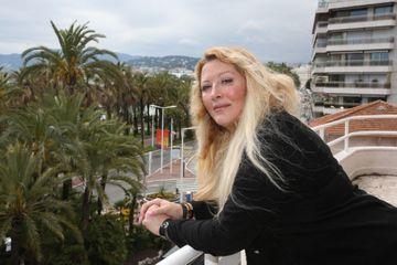 Après un coma et un passage en hôpital psychiatrique, Loana règle ses comptes