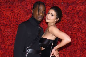 Kylie Jenner interpelle Travis Scott sur une photo hilarante de leur fille Stormi