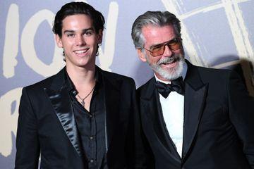 Pierce Brosnan et son fils Paris, stars du défilé de Naomi Campbell à Londres