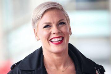 Pink à la rescousse des handballeuses norvégiennes punies pour ne pas avoir porté de bikini