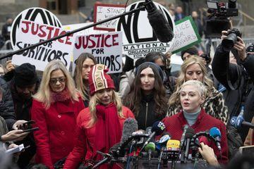 Rose McGowan et Rosanna Arquette se retrouvent au procès d'Harvey Weinstein