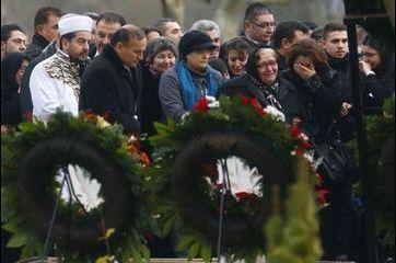 Emotion aux funérailles de l'héroïne turque