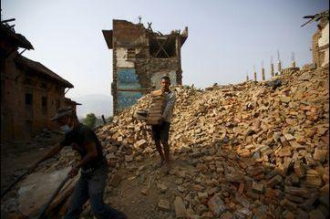 A Katmandou, une vie parmi les ruines