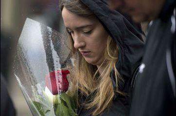 Après la tragédie, des larmes et des questions