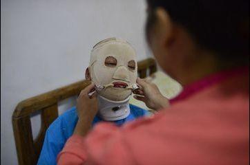"""""""Mask Boy"""", la vie brisée d'un jeune Chinois"""