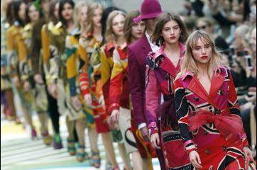 Le défilé haut en couleurs de Burberry