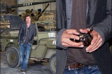 Brad Pitt: un jeune marié fier de son alliance