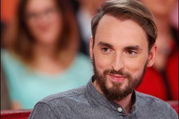 Christophe Willem sur le canapé rouge de Drucker