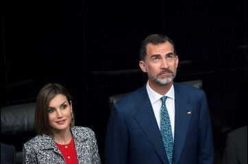 Letizia en look parlementaire de Paris à Mexico